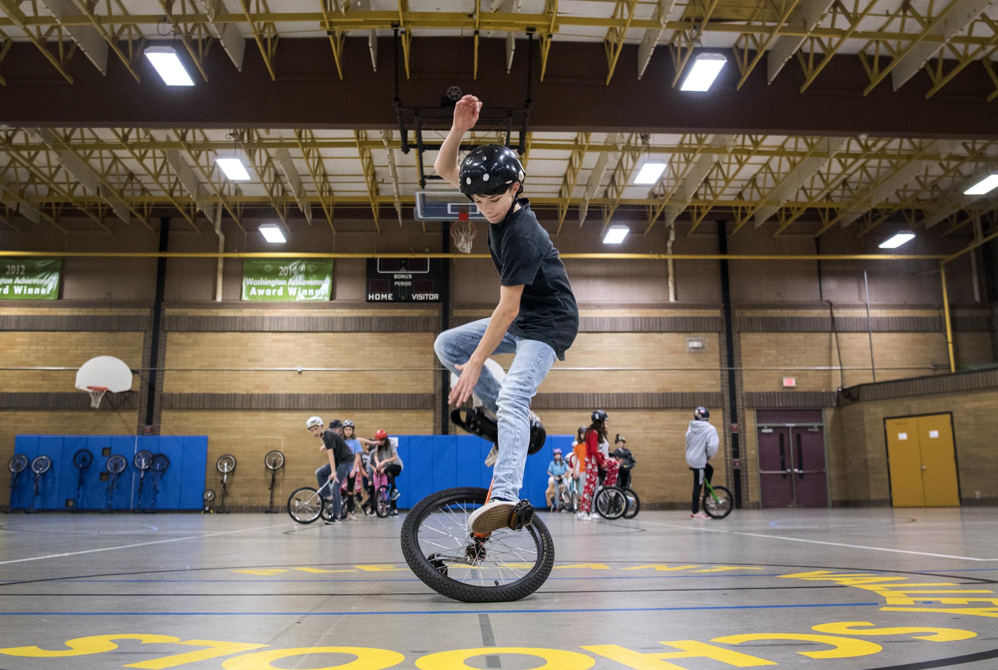 1003570285-unicycle-practice_01